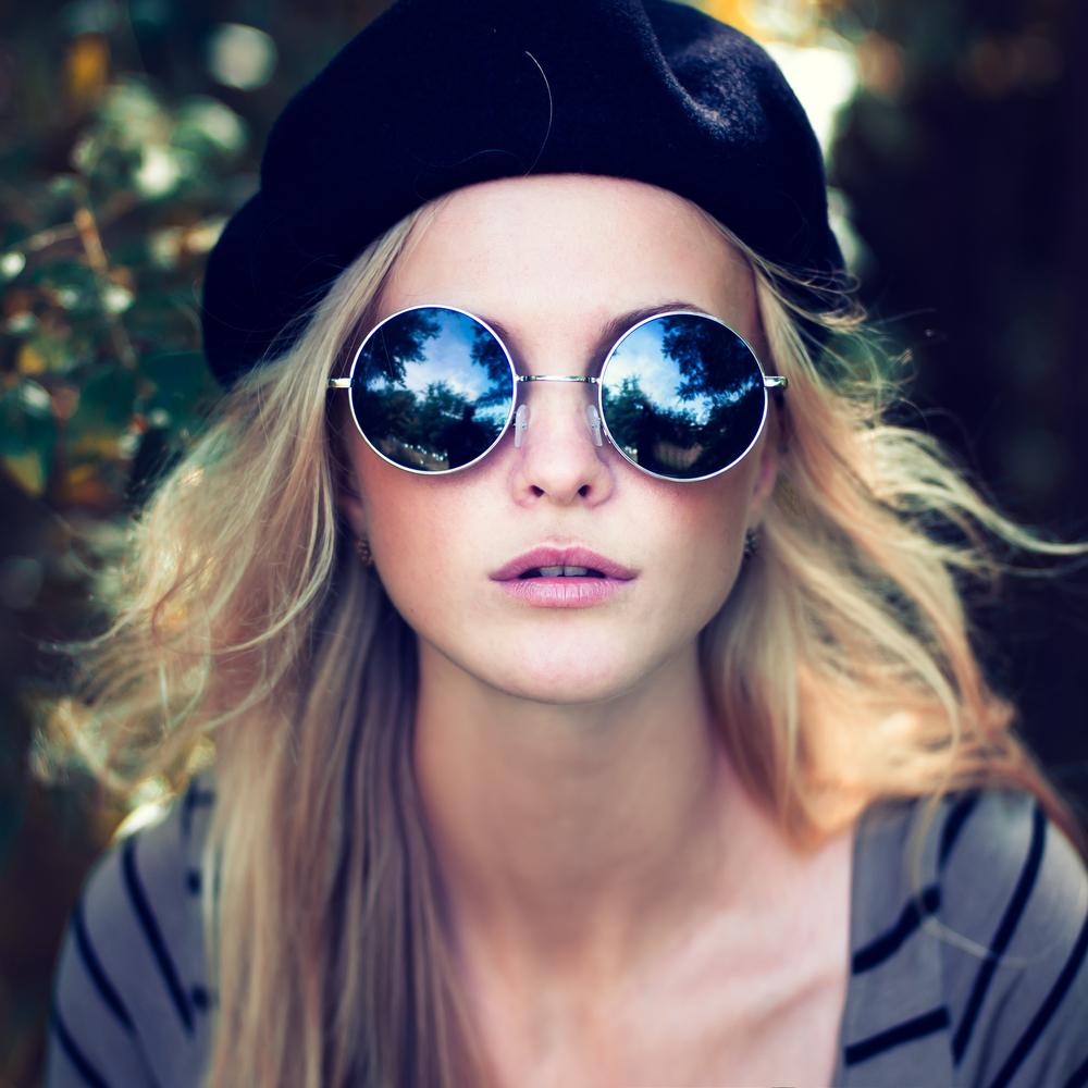 Girl Bith Blue Sun Glasses Hot