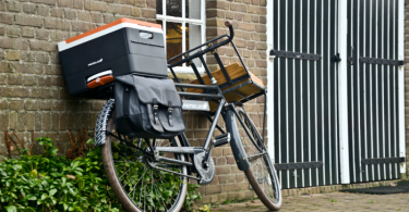 fietsklik bike cargo against brick wall